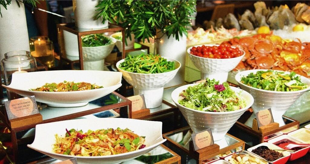 Menu buffet tại các nhà hàng rất đa dạng và được trang trí đẹp mắt