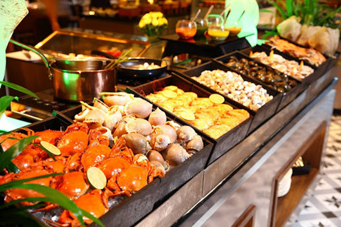 Nhà hàng buffet hải sản Hương Sen với nhiều món hải sản hấp dẫn